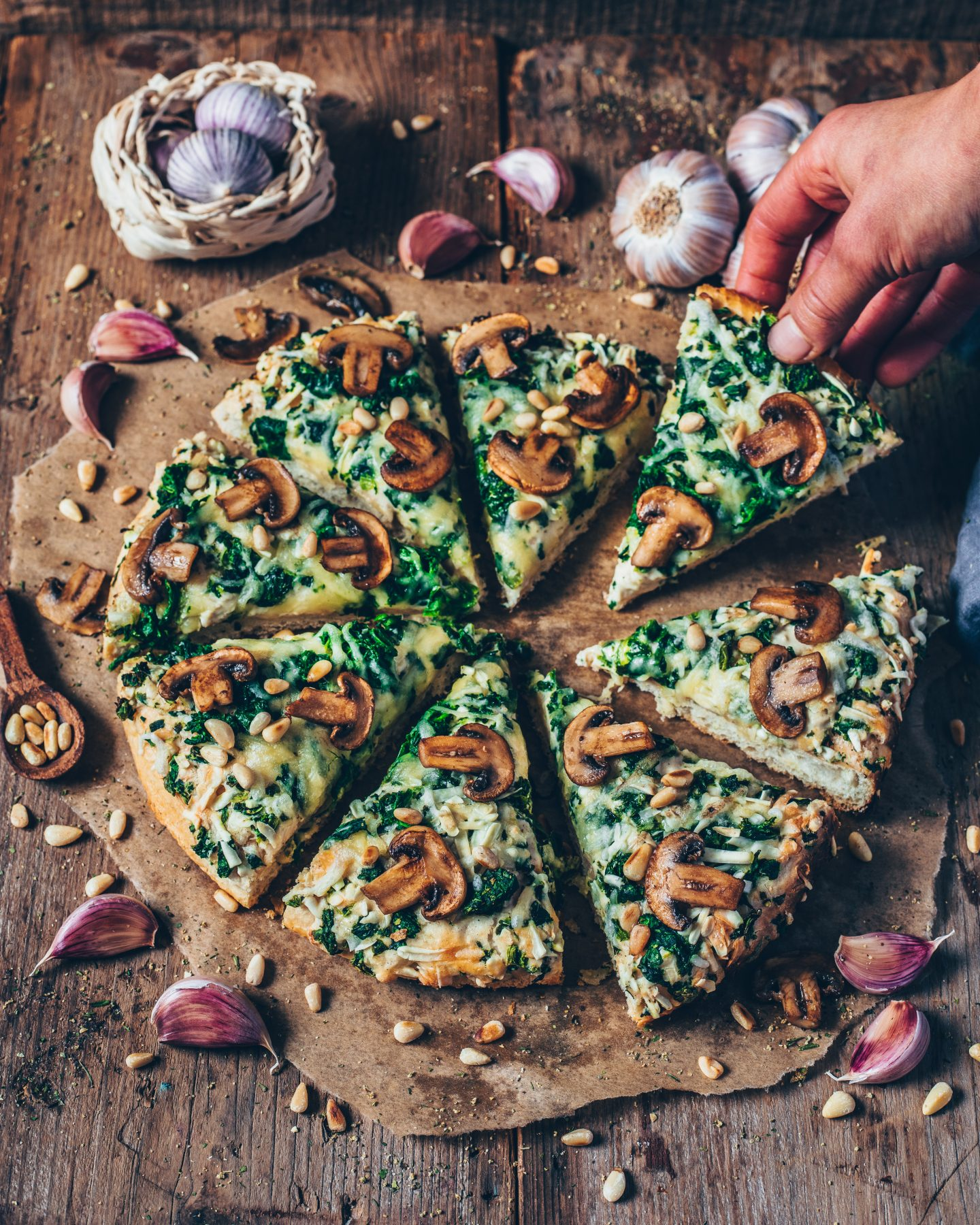 This cheesy vegan garlic mushroom and spinach pizza is perfect when you want a quick dinner that
