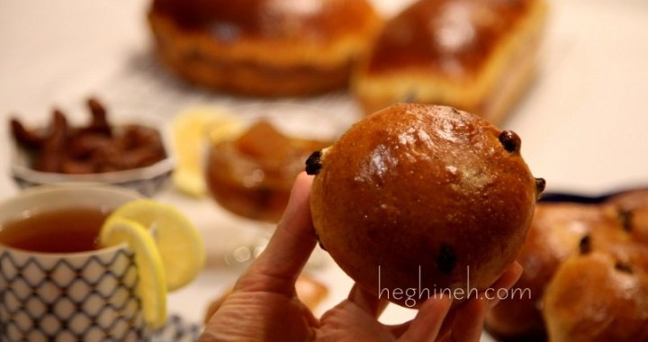 Easter Bread With Raisins  Easter Bread Buns with Raisins Recipe heghineh