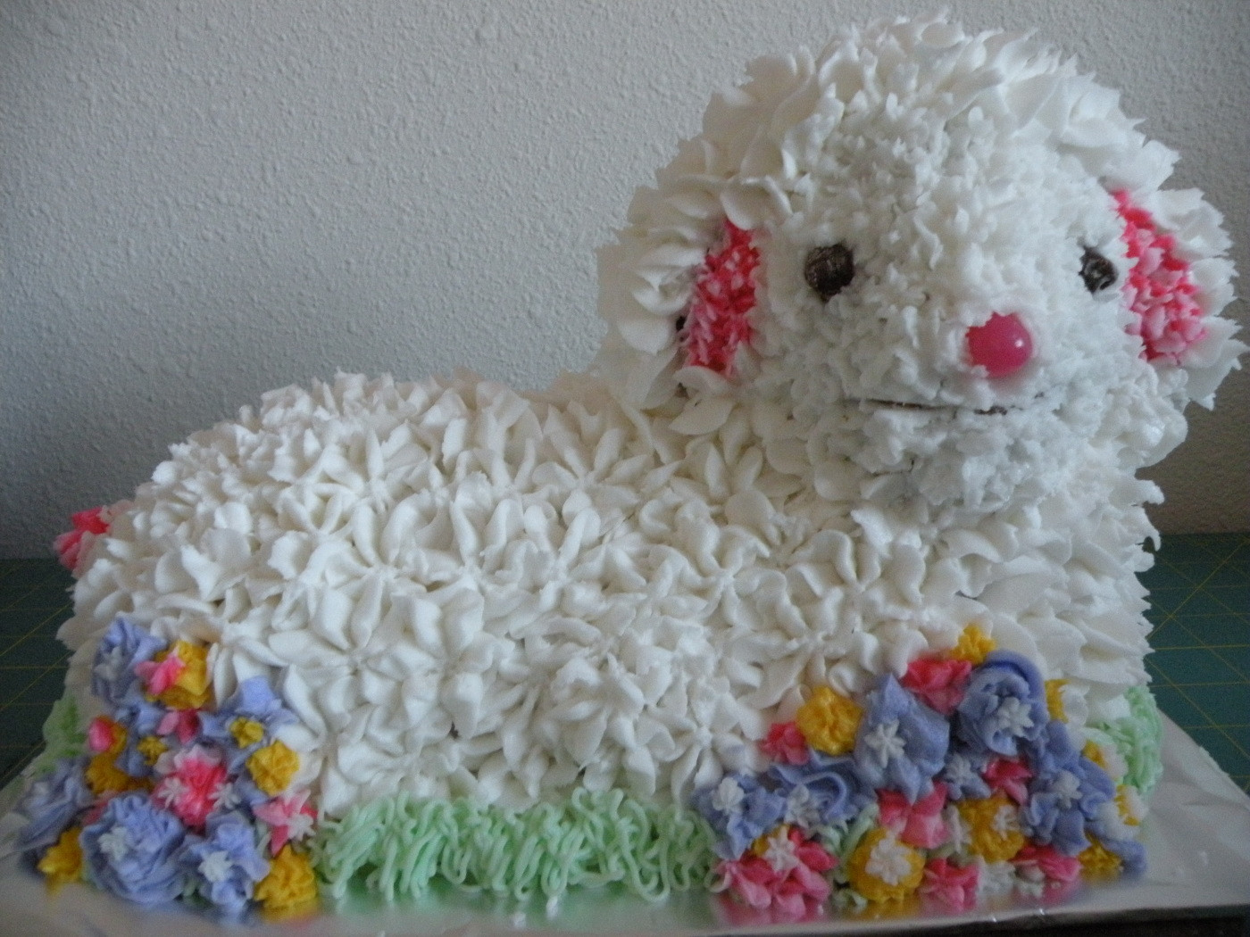 Easter Lamb Decorations  A Busy Easter Weekend Lamb Cake Decorating Quilt With Us