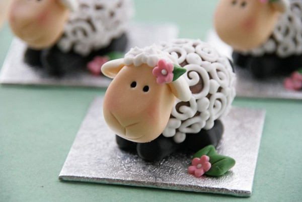 Easter Lamb Decorations  10 Cute Easter Ideas With Animal Theme