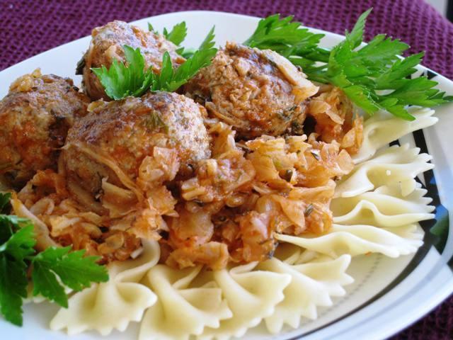 Eastern European Recipes  Ukrainian Meatballs with Cabbage Eastern European Recipe
