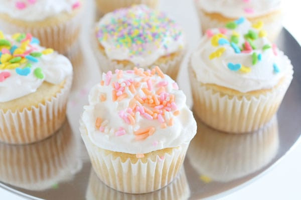 Easy Easter Cupcakes  Easy Easter Cupcakes i am baker