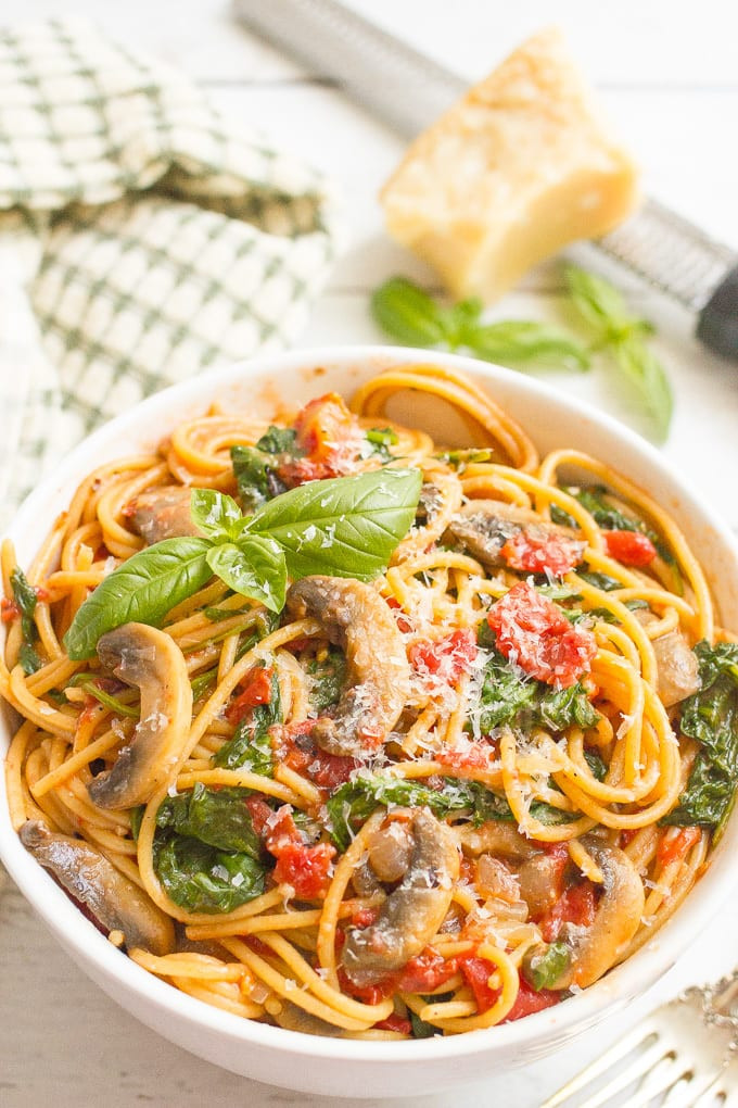 Easy Vegetarian Dinner Recipes For Family  e pot ve arian spaghetti video Family Food on