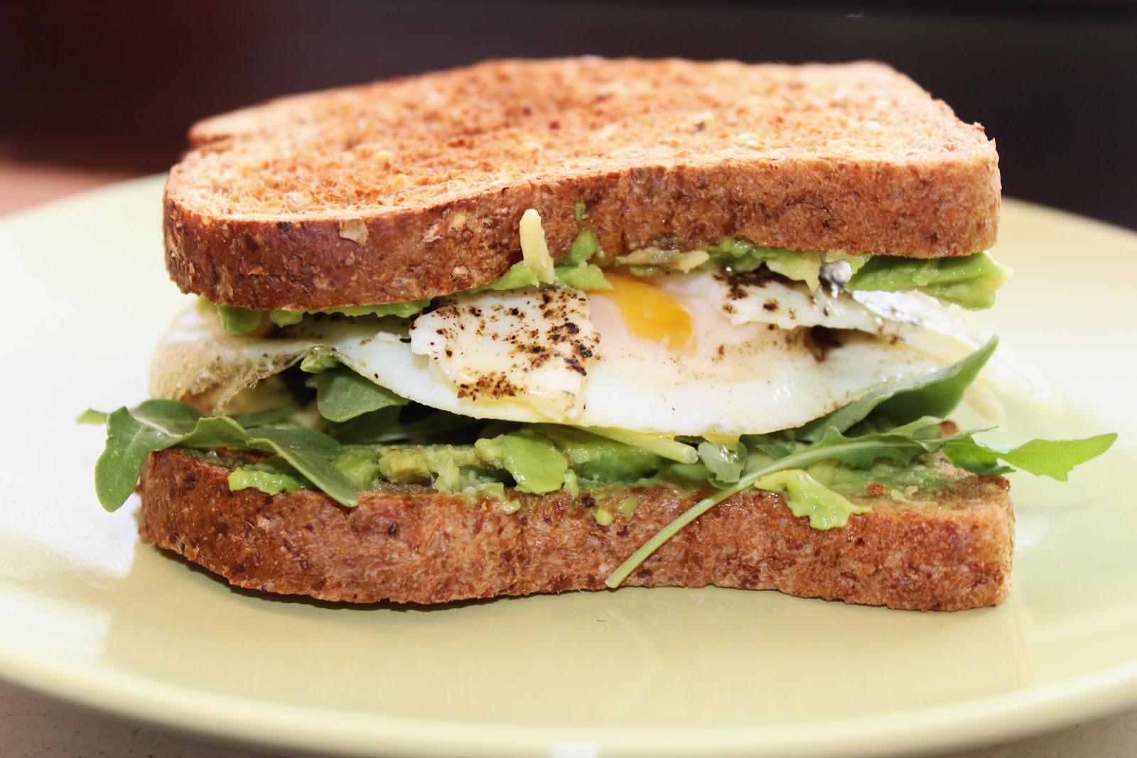 Healthy Egg Breakfast Sandwich  HEALTHY EGG AND AVOCADO BREAKFAST SANDWICH