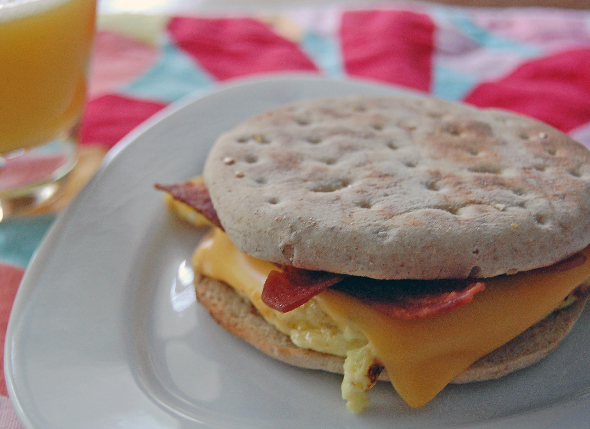 Healthy Egg Breakfast Sandwich  Healthy Egg Cheese & Turkey Bacon Breakfast Sandwich