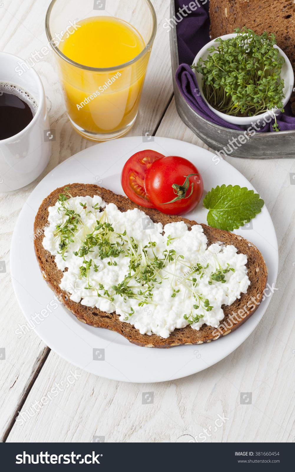Healthy Low Cholesterol Breakfast  Healthy Spring Summer Low Fat Breakfast Stock