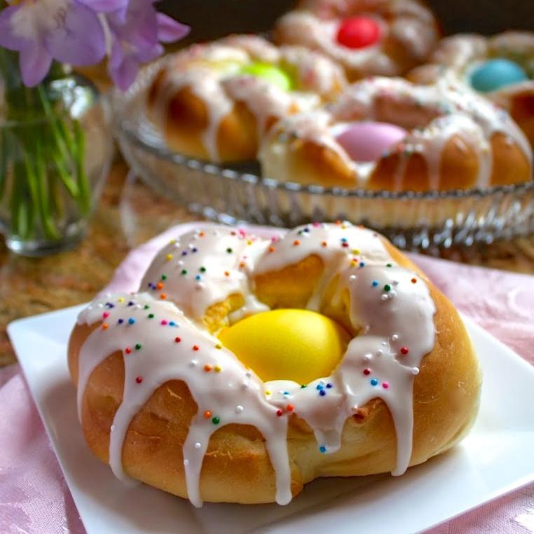 Italian Easter Egg Bread Recipe  Individual Italian Easter Bread Rings Easy Step by Step