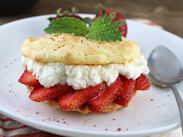 Keto Strawberry Cake  Easy Keto Strawberry Shortcakes Keto Recipes