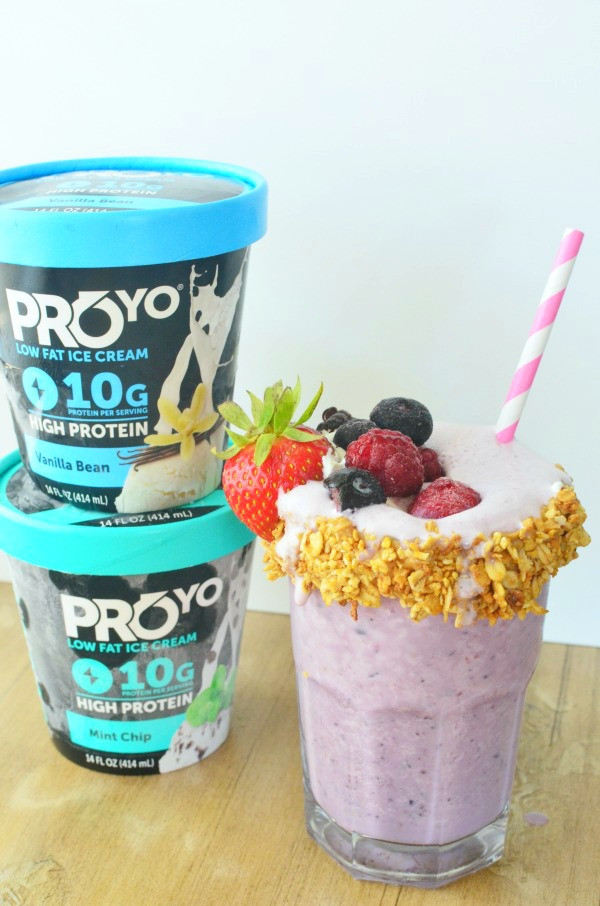 Low Calorie High Protein Smoothies  Berry Freakshake