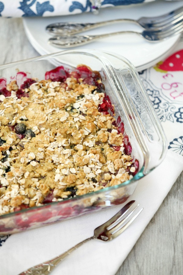 Low Calorie Strawberry Desserts  Strawberry Blueberry and Raspberry Cheesecake Crumble