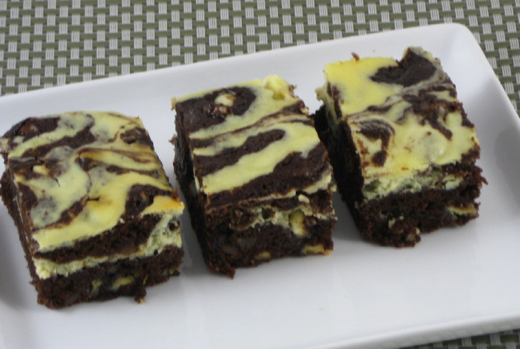 Low Carb Brownies Cream Cheese  Low Carb Brownie Cheesecake