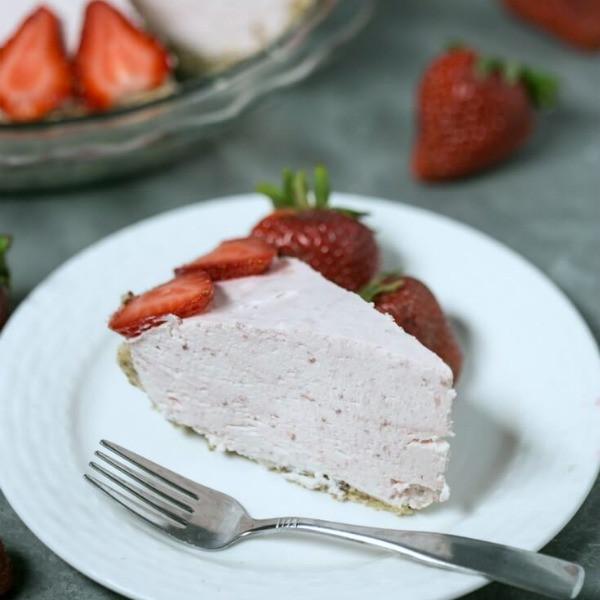 Low Carb Strawberry Dessert  8 Fantastic Low Carb Strawberry Dessert Recipes