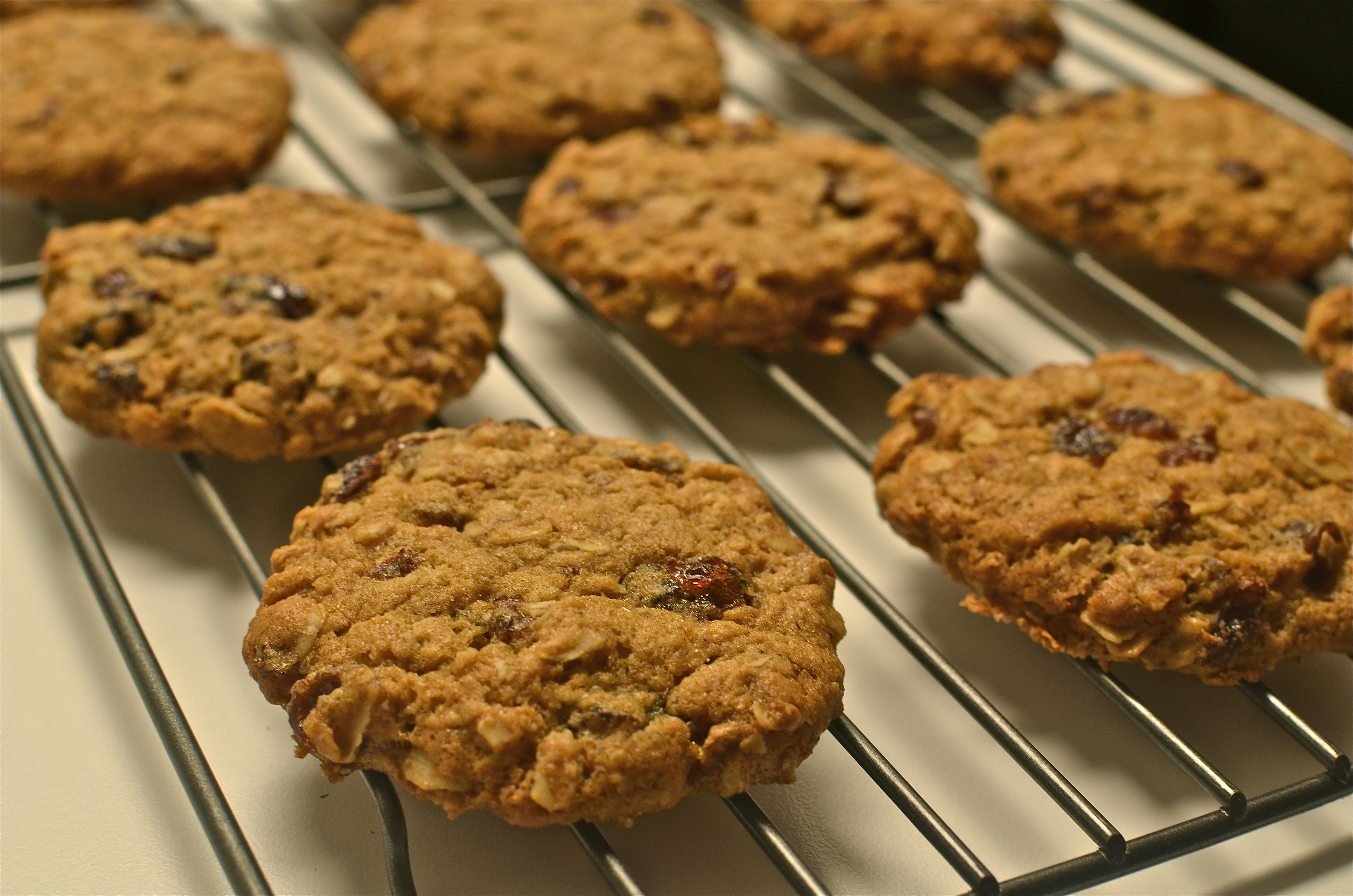 Low Cholesterol Oatmeal Cookies  Low fat oatmeal raisin cookies