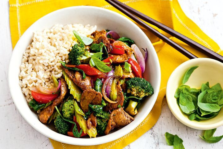 Low Fat Meal Recipes  Pepper pork ve able and basil stir fry
