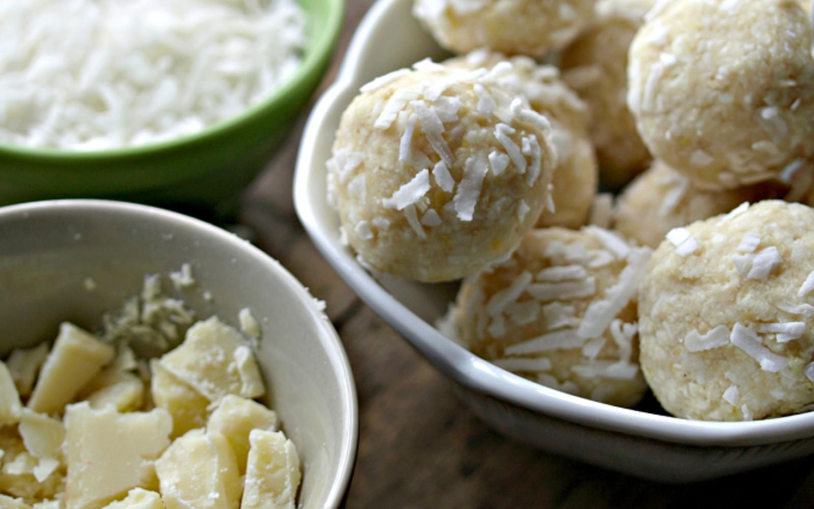 Raw Vegan Macaroons  Raw White Chocolate and Lemon Macaroons [Vegan Gluten