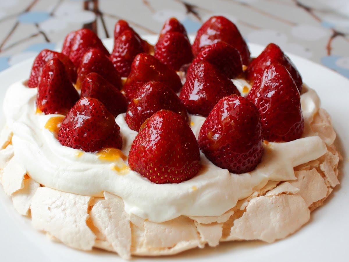 Strawberry Easter Desserts  Pavlova – Fresh Strawberry Pavlova Recipe – Easter Dessert