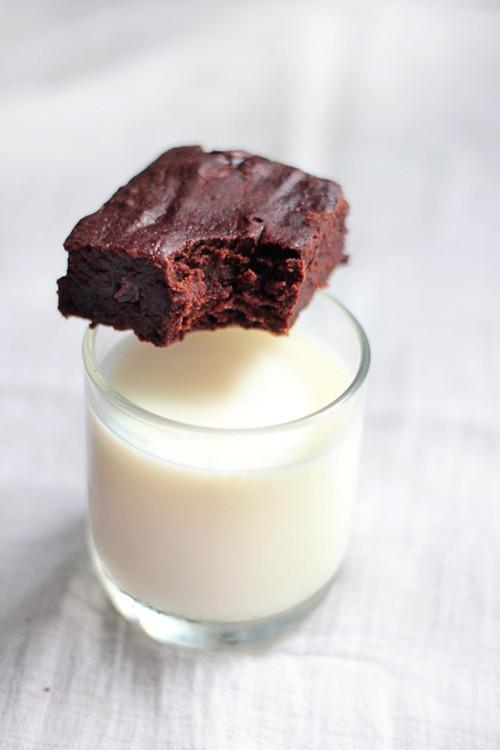 Vegan Fudge Brownies  Best Vegan Chocolate Fudge Brownie Ever