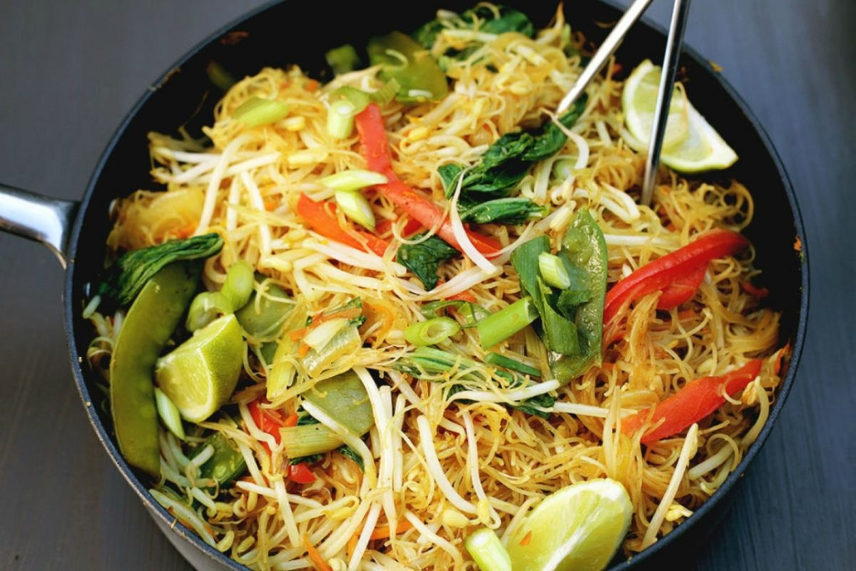 Vegan Rice Noodle Recipes  e Pan Singapore Noodles [Vegan Gluten Free] e Green