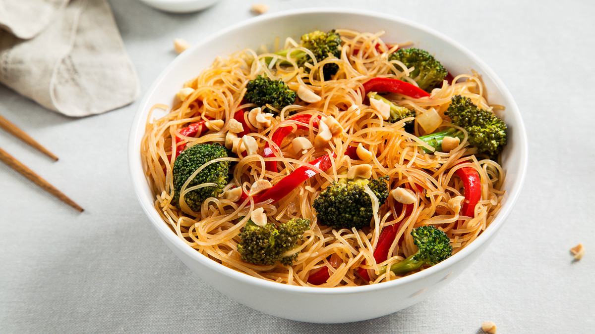 Vegan Rice Noodle Recipes  Rice Noodle Bowl with Broccoli and Bell Peppers Recipe