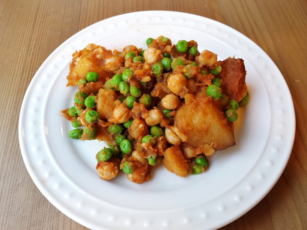Vegetarian Recipes With Potatoes  Easy Ve arian Crockpot Recipe with Potatoes and Chickpeas