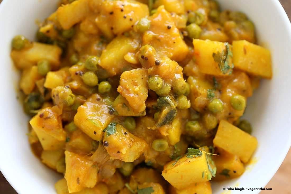 Vegetarian Recipes With Potatoes  Vegan Bombay Potatoes and Peas Vegan Richa