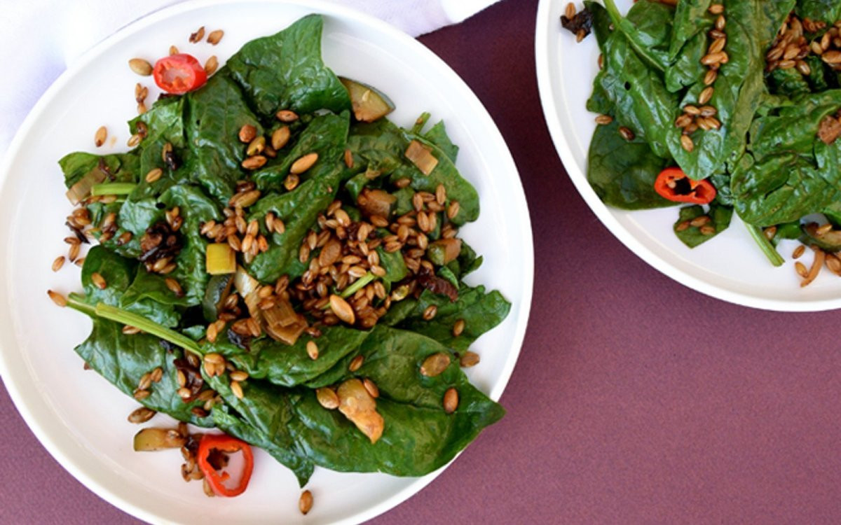 Vegetarian Spinach Salad Recipes  Spinach Salad With Barley Bacon [Vegan] e Green Planet