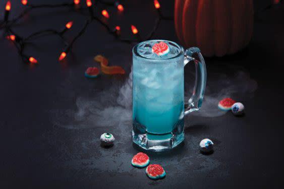 Applebees Halloween Drinks  Applebee s Releases $1 Zombie Cocktail For October