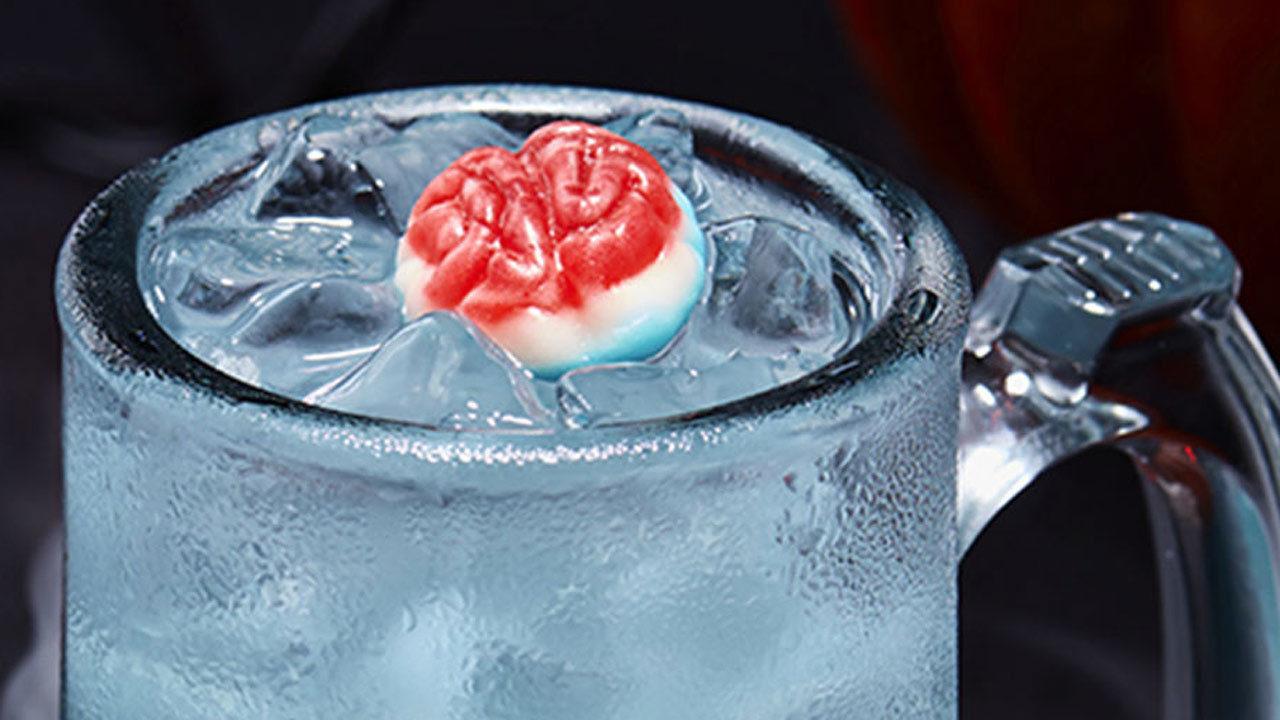 Applebees Halloween Drinks  Applebee s serving $1 zombie drink all October long