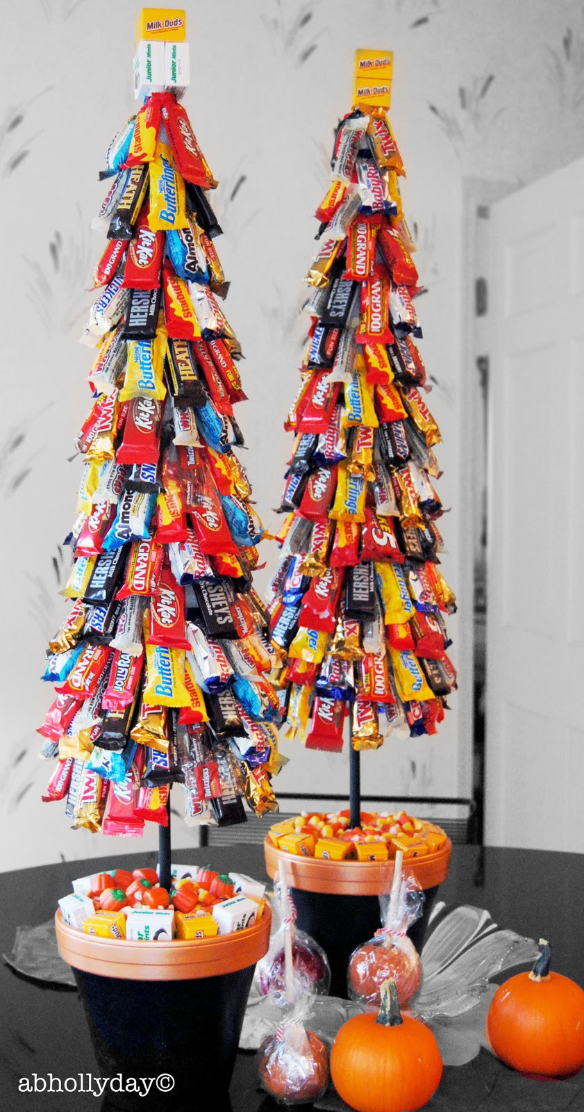 Candy Bar Christmas Tree  A Tour of France in Bonbons Ideas For Your Wedding s