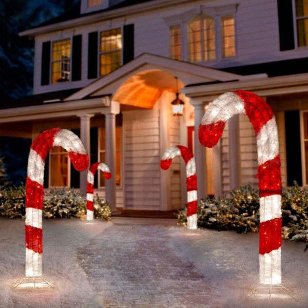 Candy Cane Christmas Lights Outdoor  Christmas yard decorations – festive ideas for the outdoor