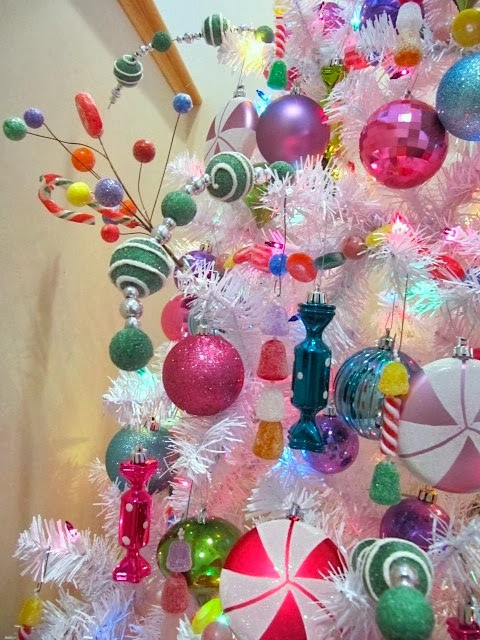 Candy Garland For Christmas Tree  Sew Many Ways Marshmallow Christmas Tree Garland