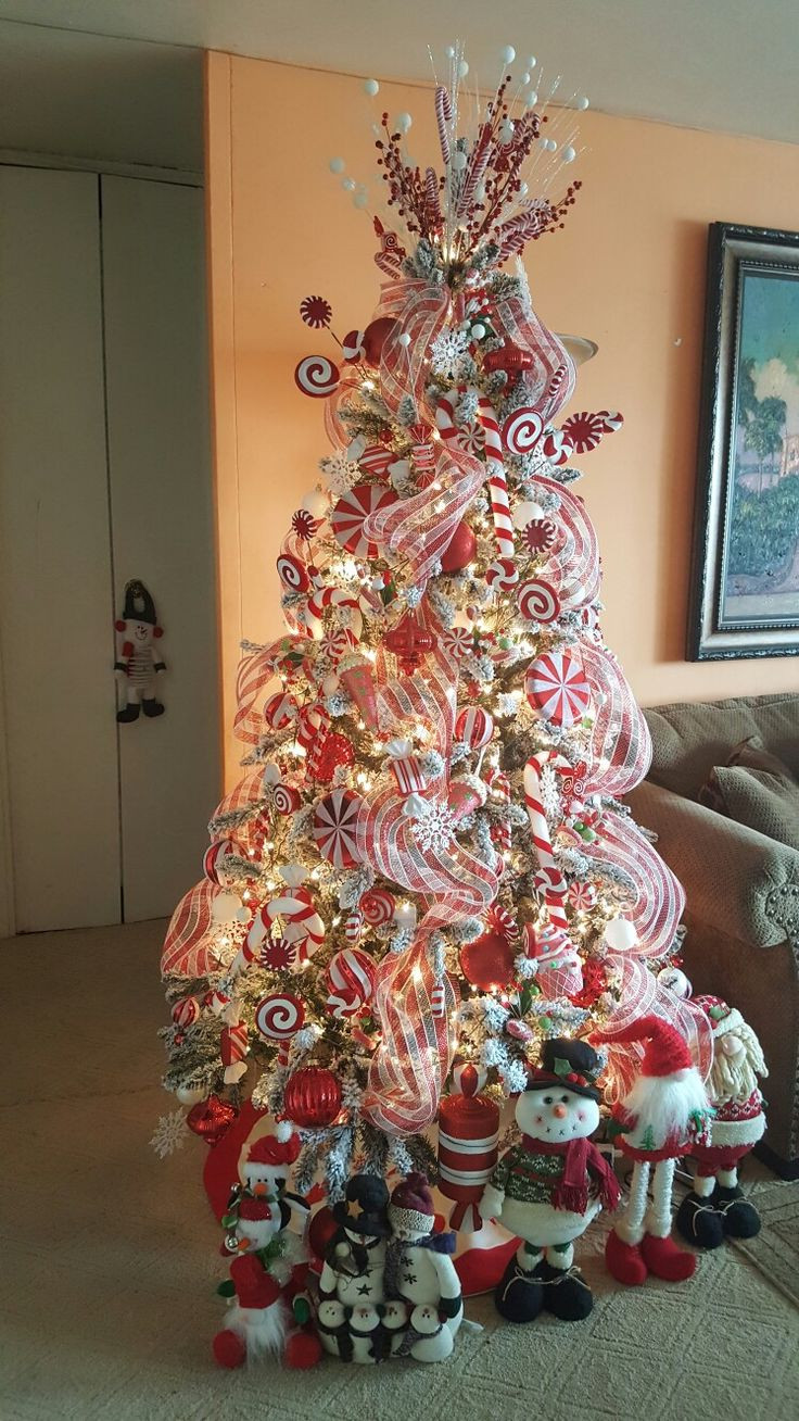 Candy Themed Christmas Tree  Best 25 Candy cane christmas tree ideas on Pinterest
