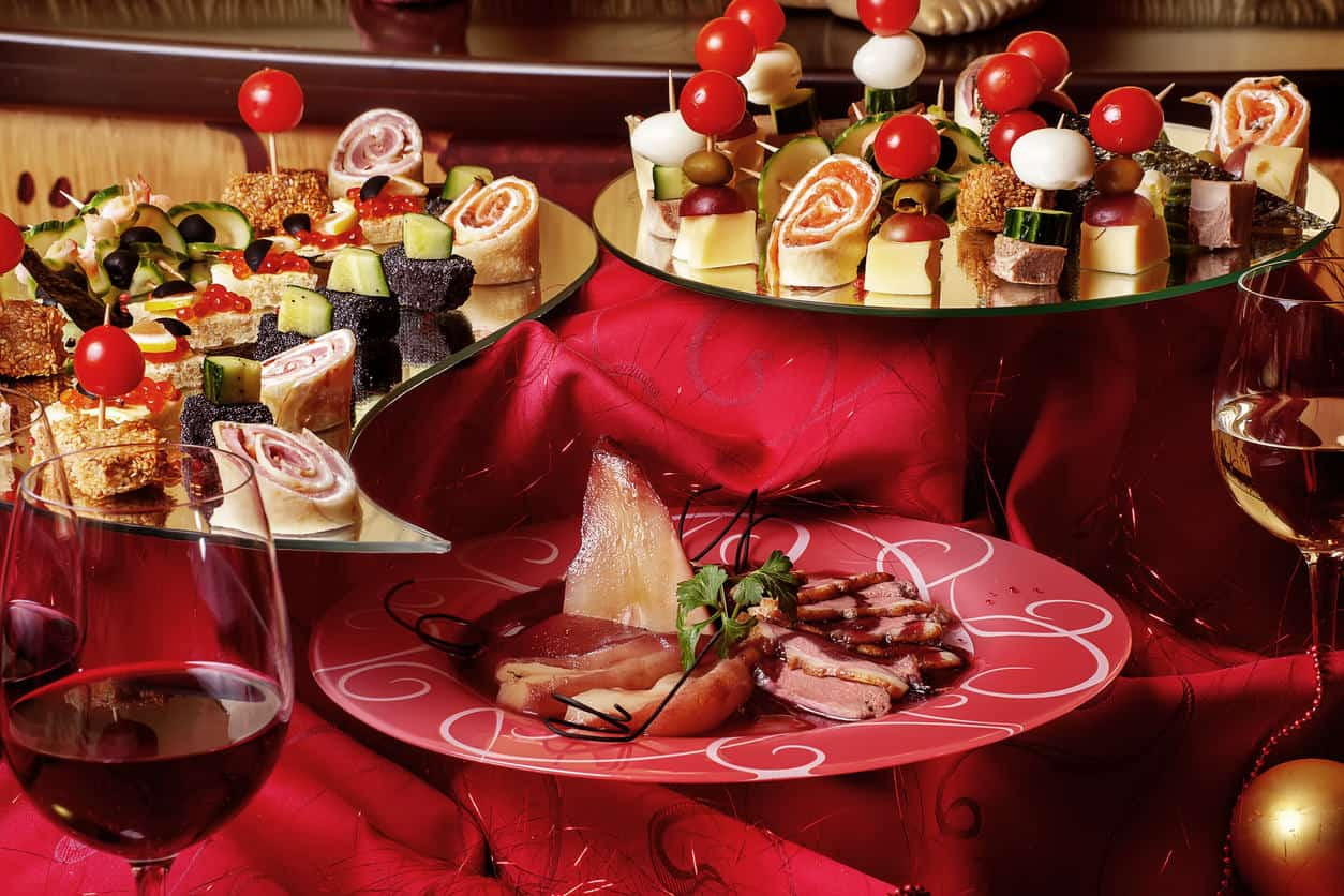 Catered Christmas Dinners  The Italian Guide To Planning & Catering Your 2016 Holiday