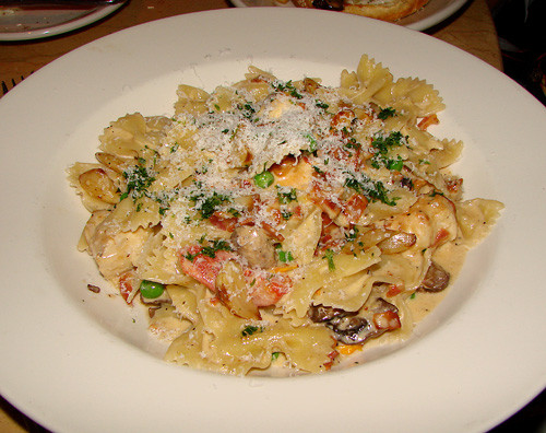 Cheesecake Factory Farfalle With Chicken And Roasted Garlic  Waikiki Eats The Cheesecake Factory – Tasty Island