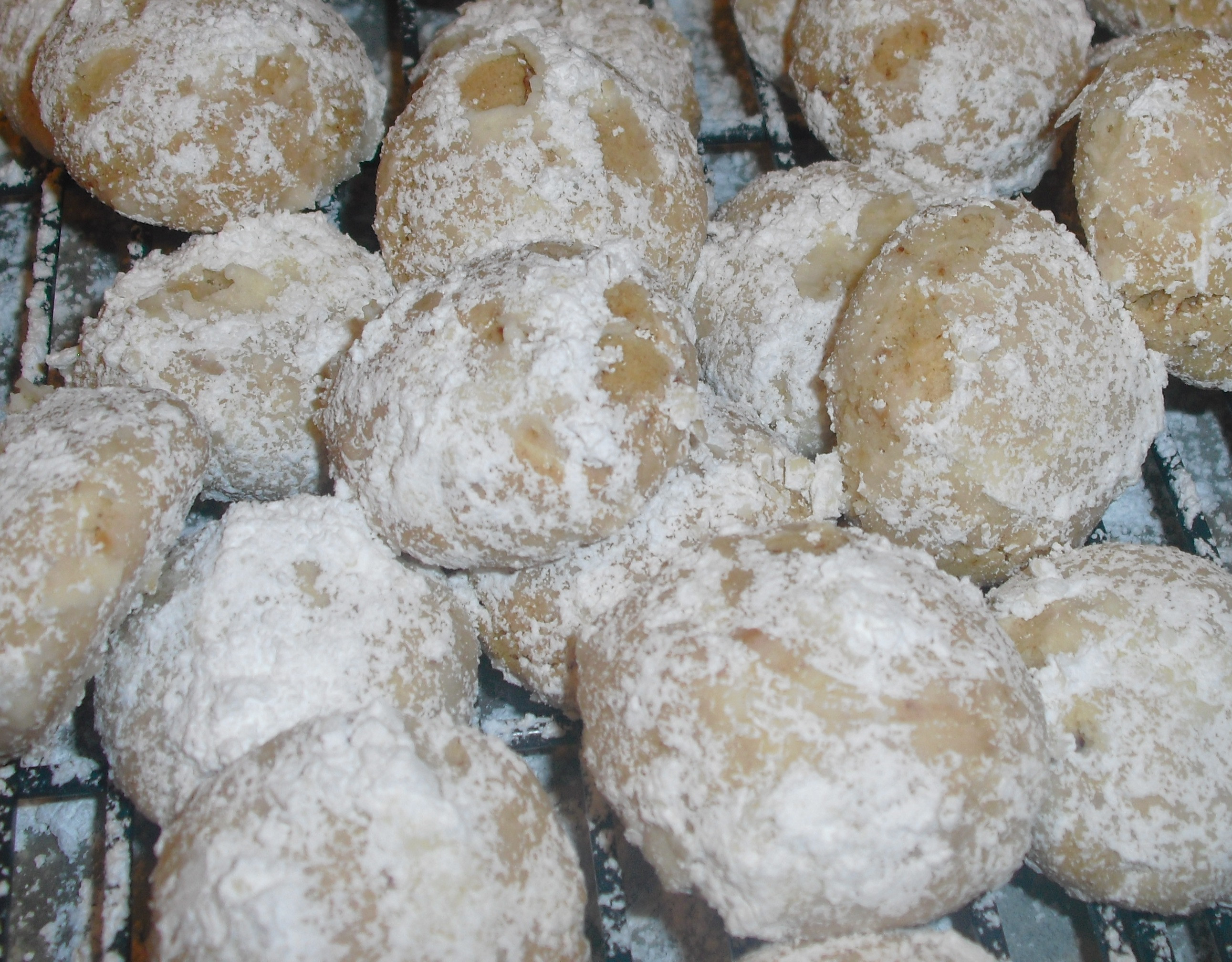 Christmas Almond Cookies  Christmas Cookies Day 8 Quick Almond Snowballs Quick