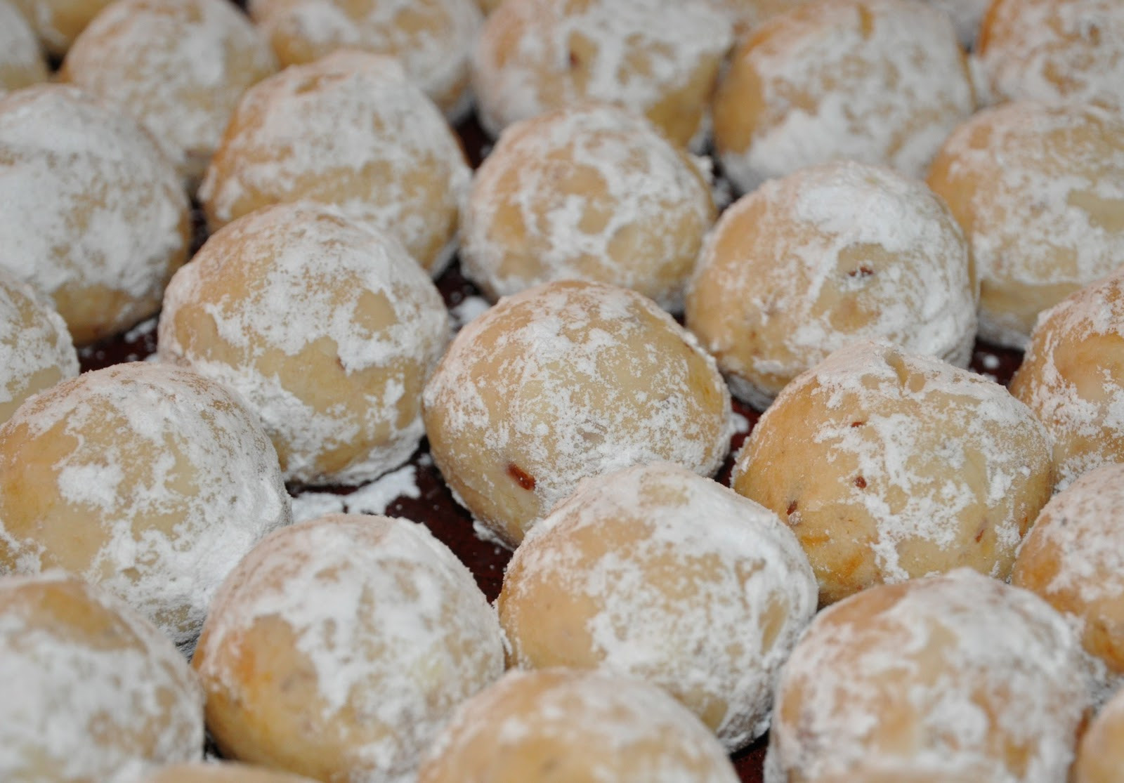 Christmas Almond Cookies  A Sophisticated Mommy Almond Christmas Ball Cookies