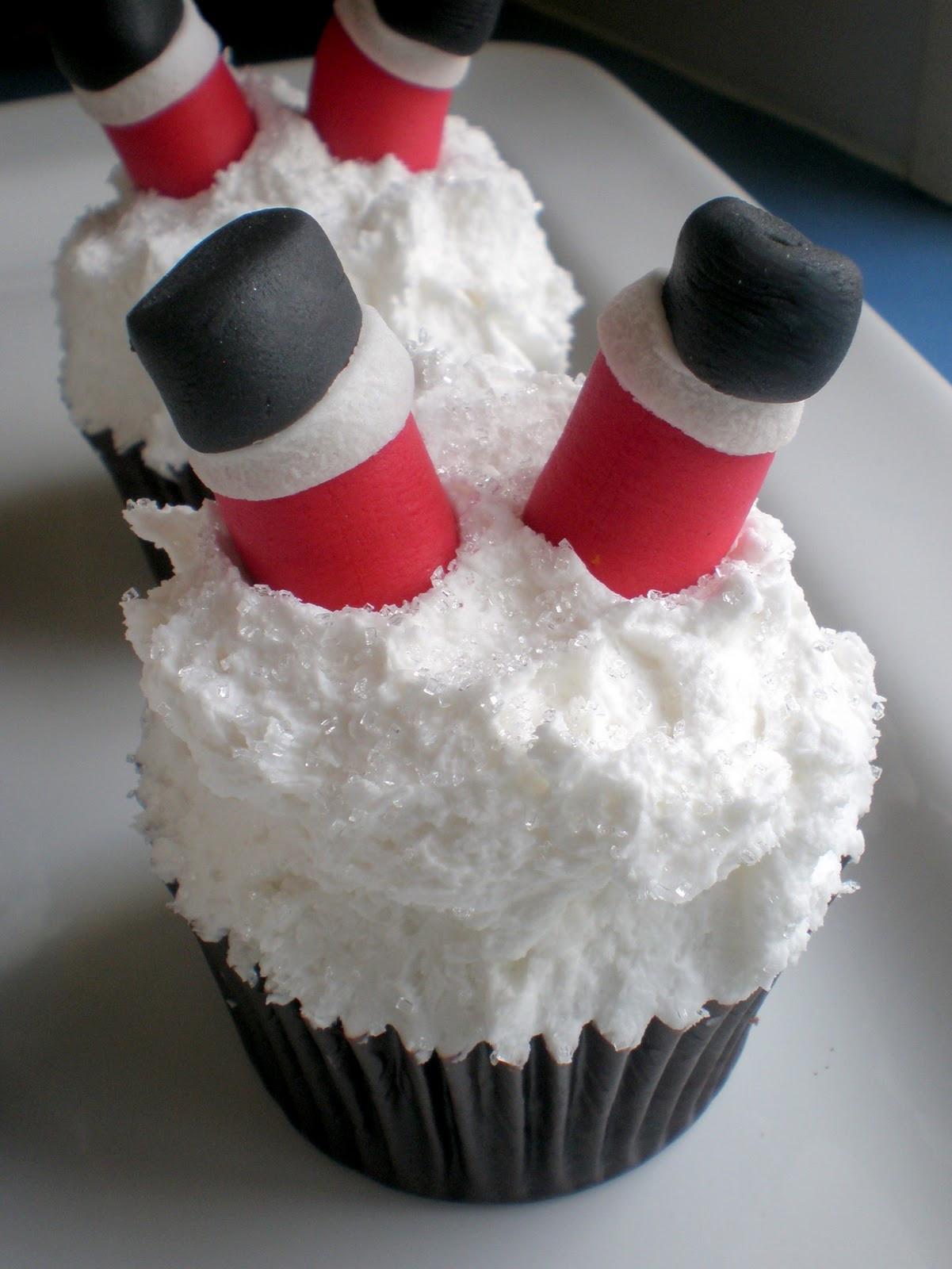 Christmas Cake And Cupcakes  Sugar Siren Cakes Mackay Christmas Cupcakes