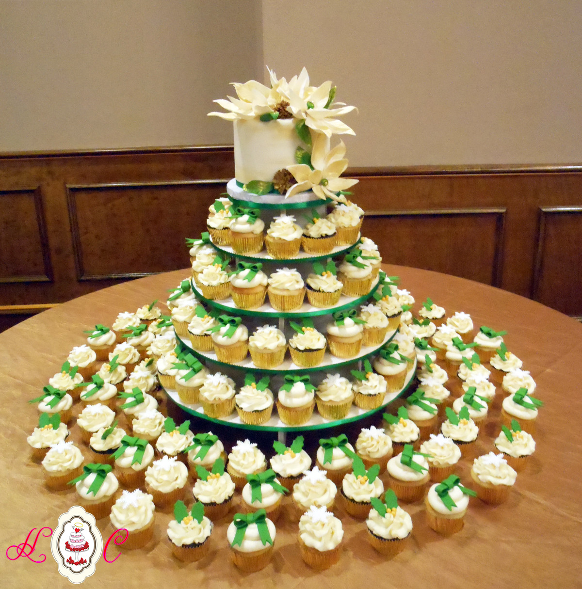 Christmas Cake And Cupcakes  Wedding Cakes in Marietta Parkersburg & More Heavenly