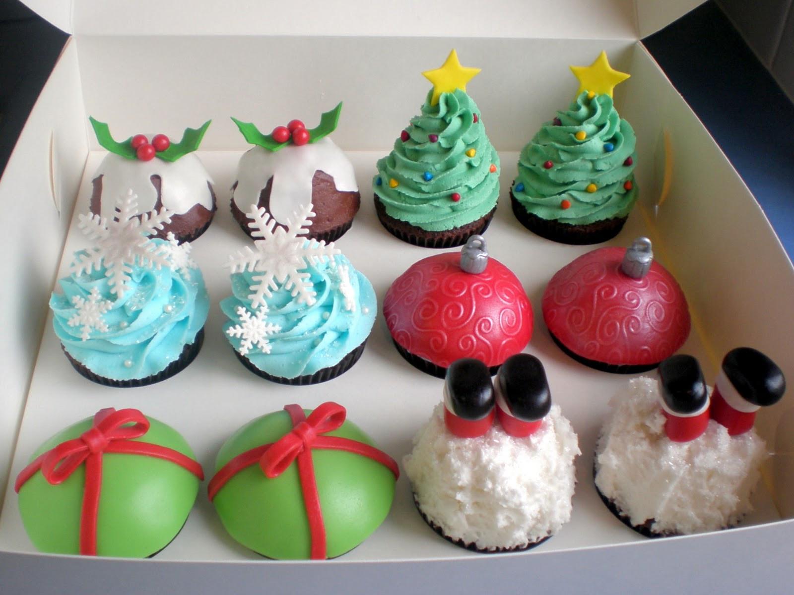 Christmas Cake And Cupcakes  The Pretty Purveyor Holy Christmas Cupcakes