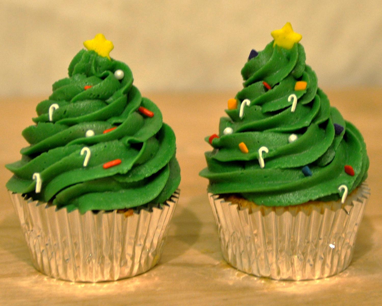 Christmas Cakes And Cupcakes  Beki Cook s Cake Blog Simple Christmas Cake