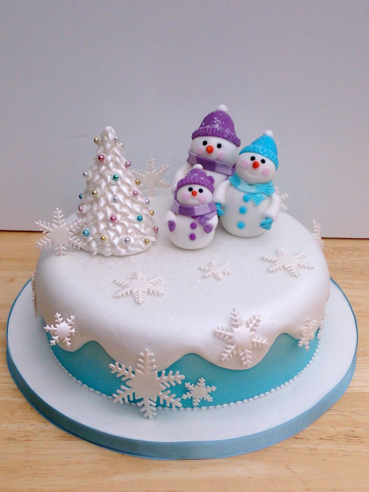 Christmas Cakes Pictures  Snow Man and Family Novelty Christmas Cake Susie s Cakes