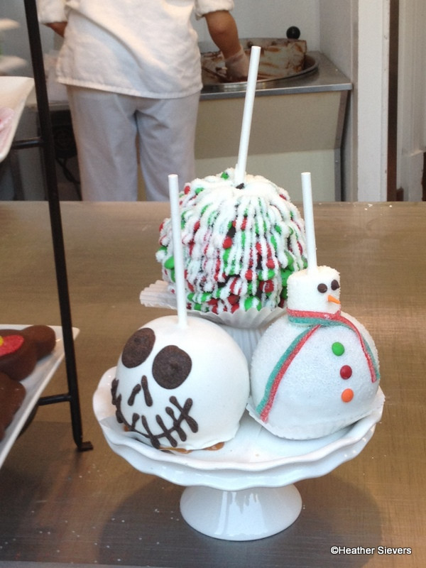 Christmas Candy Apples  Dining in Disneyland The Holiday Specialty Caramel Apple