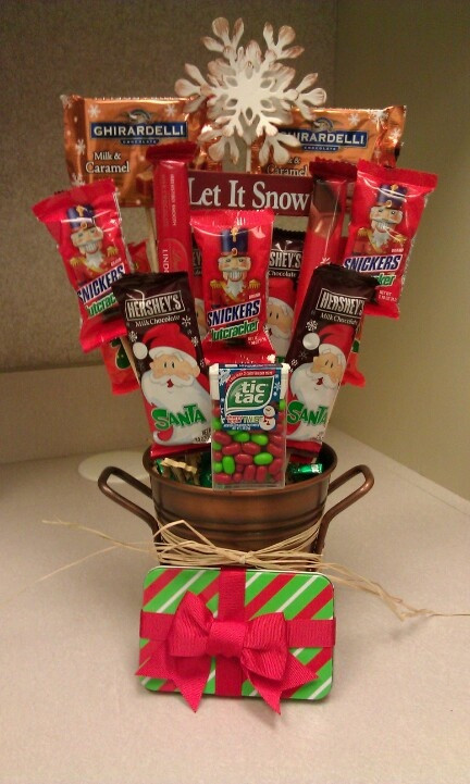 Christmas Candy Baskets  161 best images about Candy bouquet on Pinterest