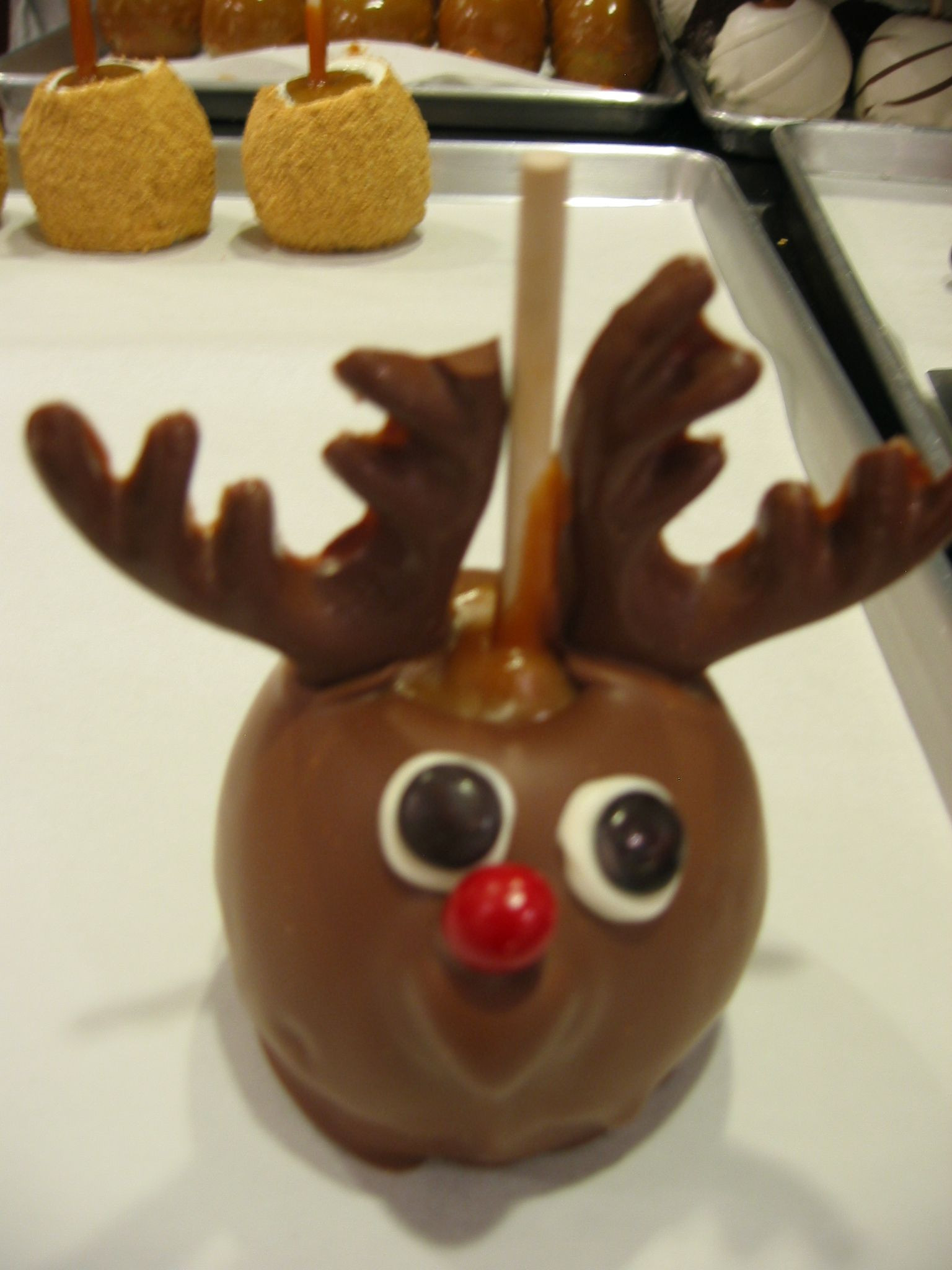 Christmas Caramel Apples  Reindeer caramel apple Repin By Pinterest for iPad