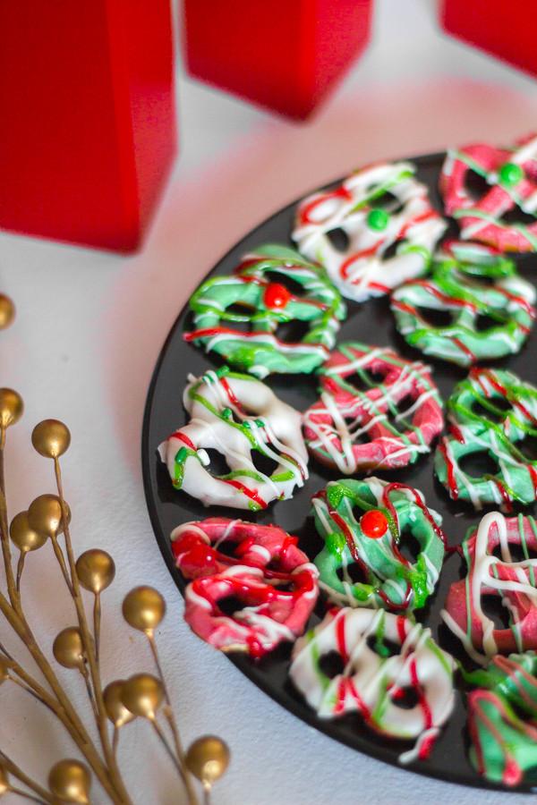 Christmas Chocolate Covered Pretzels  Christmas Chocolate Covered Pretzels