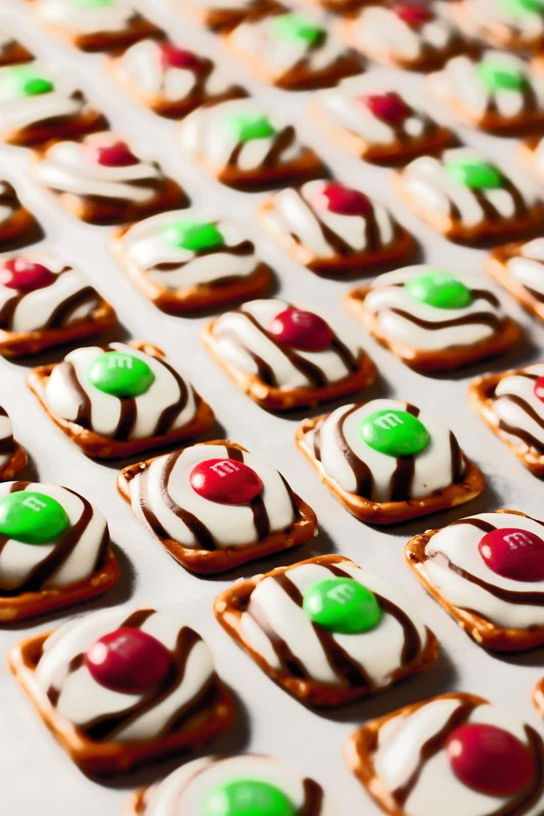 Christmas Chocolate Pretzels  Pretzel M&M Hugs Christmas Style Cooking Classy