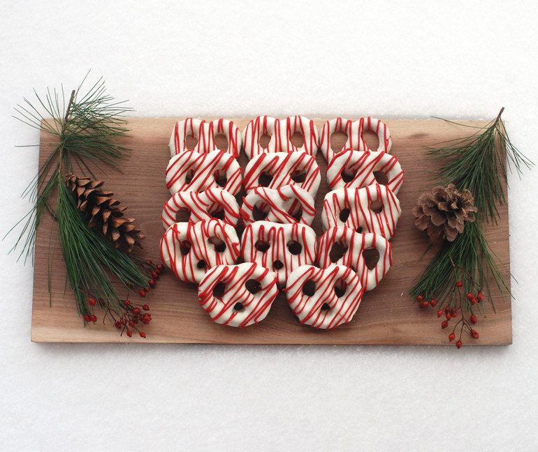 Christmas Chocolate Pretzels  Chocolate Covered Pretzels Christmas Style The