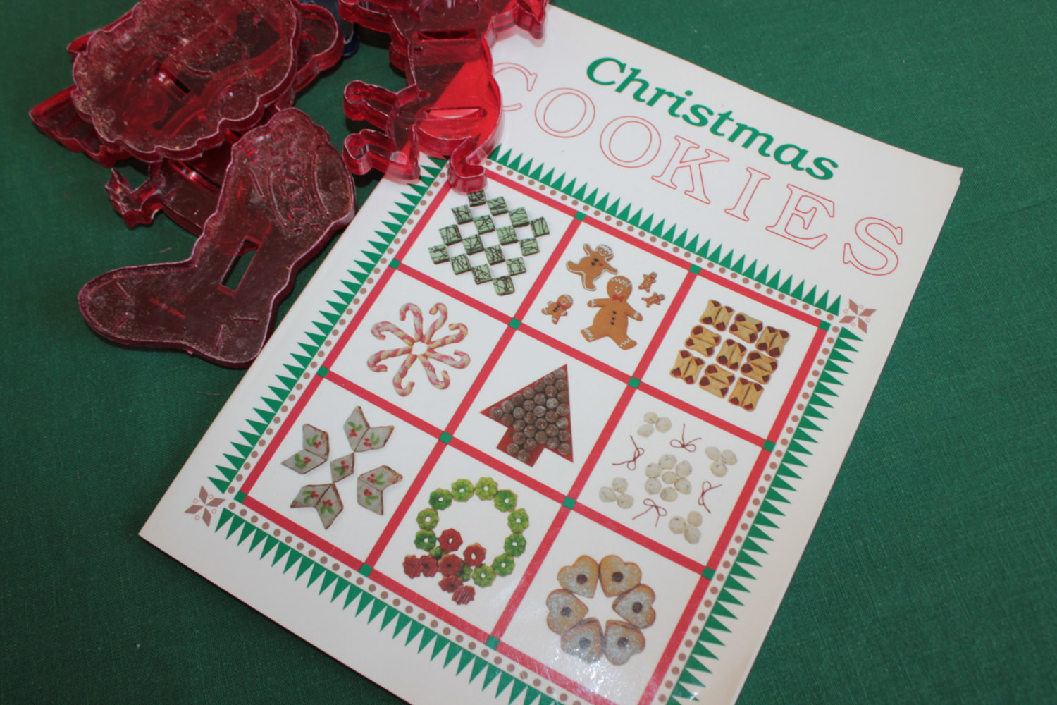 Christmas Cookies Book  Christmas Cookies Book PLUS set of EIGHT Plastic Cookie