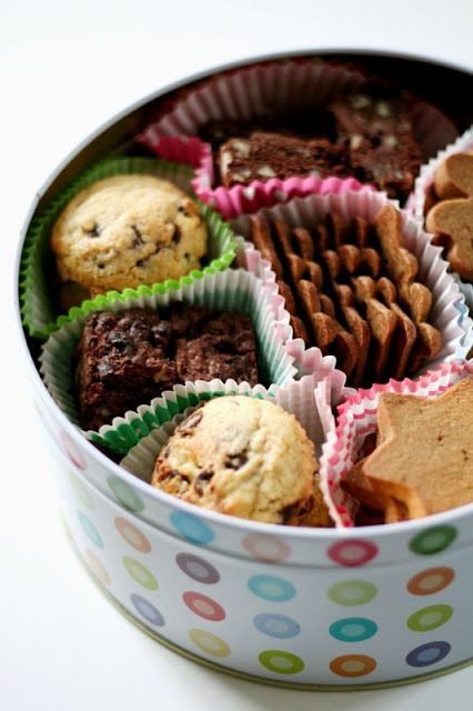 Christmas Cookies In A Tin  Great idea to make a tin of homemade biscuits so much