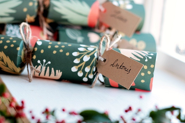 Christmas Crackers Diy  How to Make Your Own Gorgeous Christmas Crackers